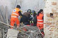 Intervento della V147 - Crollo di una casa a Masserano, 05.04.14
